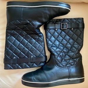 Chanel 2013 collection quilted leather boots. Size 40